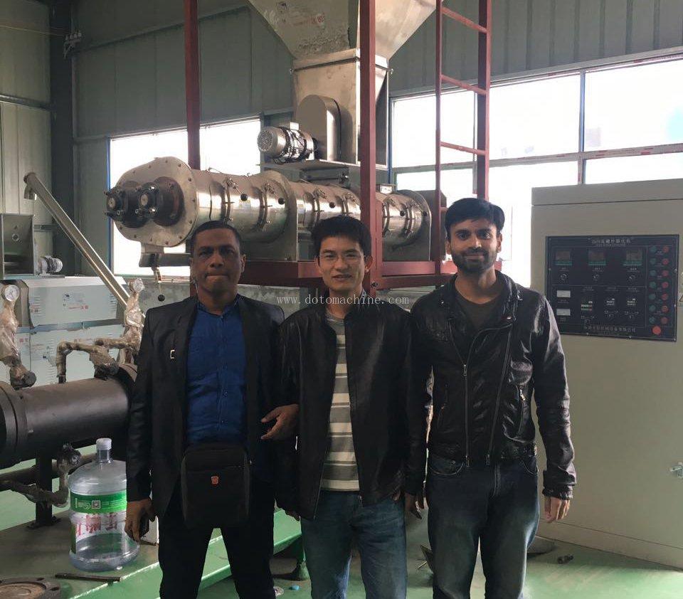 孟加拉客户来我司采购膨化饲料设备
